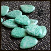 Jewel Tones - China Jade - 1 Guitar Pick | Timber Tones